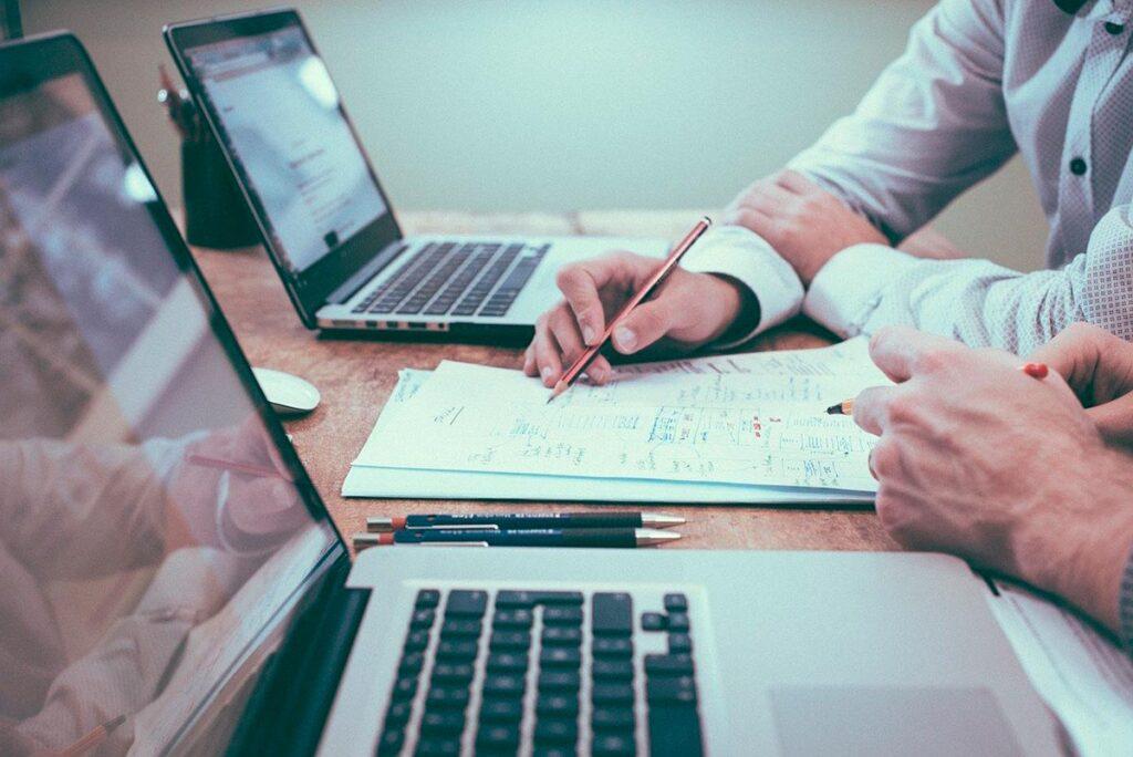 Los negocios cada vez precisan más soluciones en sistemas y comunicaciones